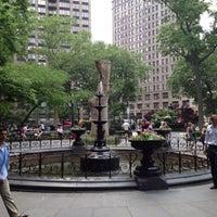 รูปภาพถ่ายที่ Madison Square Park โดย Elizabeth S. เมื่อ 5/30/2013