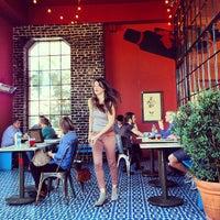 Foto tirada no(a) Intelligentsia Coffee & Tea por Sheena Y. em 3/12/2013