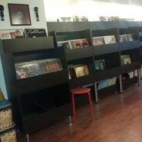2/9/2015에 Buğra D.님이 Jammin's Vinyl Records & Café에서 찍은 사진
