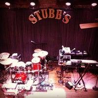 Photo prise au Stubb's Bar-B-Q par Mark D. le12/18/2012