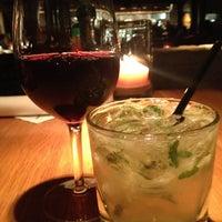 Das Foto wurde bei Houston's Restaurant von Erika C. am 8/19/2013 aufgenommen