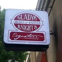 Photo prise au Gladys Knight's Signature Chicken & Waffles par Danielle W. le5/30/2013