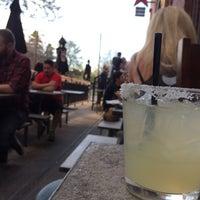 Foto tomada en Tacos Tequila Whiskey por Dana el 5/7/2017