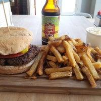 Снимок сделан в Butcher & The Burger пользователем Su S. 10/2/2012