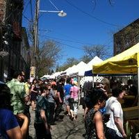 Photo prise au Ballard Farmer's Market par Sandra M. le5/5/2013