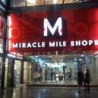 รูปภาพถ่ายที่ Miracle Mile Shops โดย Nikcole G. เมื่อ 10/9/2012