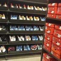 3d7e9f0030 Foto tirada no(a) Nike Factory Store por Vanessa S. em 9