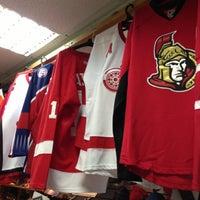 Снимок сделан в Национальный хоккейный магазин пользователем Serg G. 3/17/2013