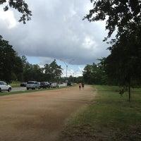 Das Foto wurde bei Memorial Park 3 Mile Trail von Joe H. am 9/8/2013 aufgenommen