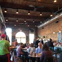 Das Foto wurde bei Elmo's Diner von Andy K. am 2/9/2013 aufgenommen