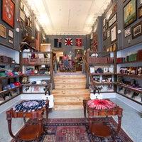 8/27/2014 tarihinde Duke & Winston Flagship Storeziyaretçi tarafından Duke & Winston Flagship Store'de çekilen fotoğraf
