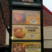 Photo prise au Bojangles' Famous Chicken 'n Biscuits par Stacy E. le12/7/2011