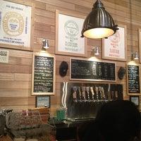 รูปภาพถ่ายที่ SingleCut Beersmiths โดย Maureen M. เมื่อ 2/24/2013