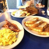 7/21/2013 tarihinde Brooke A.ziyaretçi tarafından Uptown Diner'de çekilen fotoğraf