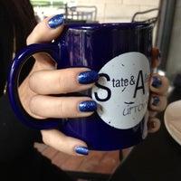 Photo prise au State & Allen Kitchen + Bar par LeeAnne L. le9/29/2012