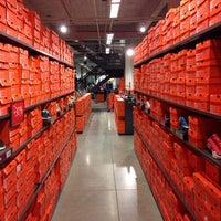 ... Foto tirada no(a) Nike Factory Store por Rainal C. em 7  ... 9581be4ae367d