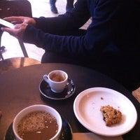 Снимок сделан в Irving Farm Coffee Roasters пользователем Rose M. 10/19/2013