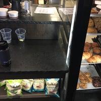 Foto tirada no(a) Specialty's Café & Bakery por Sylvie em 1/14/2018