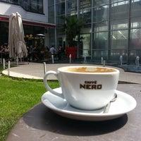 3/20/2013 tarihinde Serhat H.ziyaretçi tarafından Caffè Nero'de çekilen fotoğraf