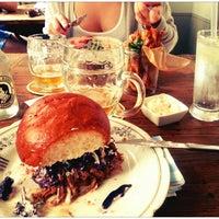 Das Foto wurde bei Dish – Fine Burger Bistro von Matias T. am 6/23/2013 aufgenommen