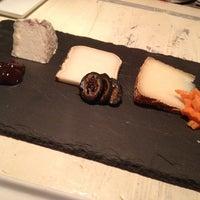 Das Foto wurde bei Murray's Cheese von Miko am 5/19/2013 aufgenommen