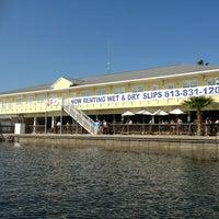 รูปภาพถ่ายที่ Hula Bay Club โดย Kirk เมื่อ 1/12/2013