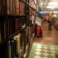 Foto scattata a Livraria da Travessa da Christian J. il 12/18/2012