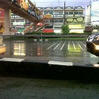 7/11/2013 tarihinde M. P.ziyaretçi tarafından หน้า ม.มหิดล ศาลายา'de çekilen fotoğraf