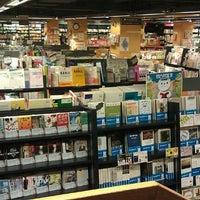 Foto tomada en Books Kinokuniya por Yéhia M. el 9/26/2012