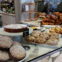 Photo prise au B. Patisserie par Kevin B. le3/14/2013