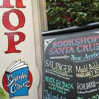 Снимок сделан в Bookshop Santa Cruz пользователем John L. 9/8/2013
