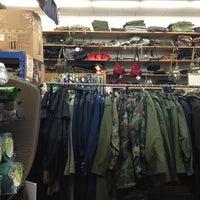 Foto scattata a Stevens Creek Surplus da John L. il 4/26/2013
