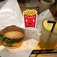 Foto tomada en Freshness Burger por marsbarkitten el 5/30/2015