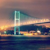 Photo prise au Boğaziçi Köprüsü par Ilker Saygı B. le7/27/2013