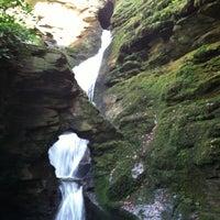 Foto tomada en St Nectans Glen Waterfall por Laura el 5/14/2013