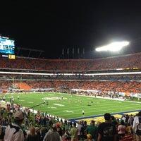 รูปภาพถ่ายที่ Hard Rock Stadium โดย John เมื่อ 1/8/2013