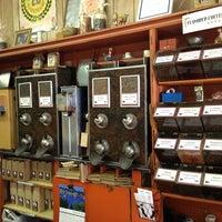 Foto scattata a Baruir's Coffee Store da T2 K. il 2/15/2013