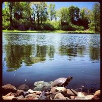 Foto tirada no(a) Green-Wood Cemetery por Evan R. em 5/4/2013