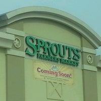 Foto scattata a Sprouts Farmers Market da Charmayne R. il 4/16/2013