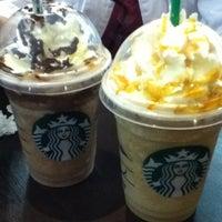 Das Foto wurde bei Starbucks von Vini am 5/3/2013 aufgenommen