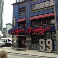 Foto diambil di Wayne Gretzky's Toronto oleh Mark H. pada 3/28/2013
