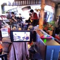 2/22/2014 tarihinde Ichitaro K.ziyaretçi tarafından Nefertiti Jazz Cafe & Bar'de çekilen fotoğraf
