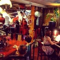 6/27/2015 tarihinde Ichitaro K.ziyaretçi tarafından Nefertiti Jazz Cafe & Bar'de çekilen fotoğraf