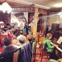 10/26/2013 tarihinde Ichitaro K.ziyaretçi tarafından Nefertiti Jazz Cafe & Bar'de çekilen fotoğraf