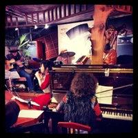 12/23/2013 tarihinde Ichitaro K.ziyaretçi tarafından Nefertiti Jazz Cafe & Bar'de çekilen fotoğraf