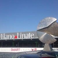 รูปภาพถ่ายที่ Aeroporto di Milano Linate (LIN) โดย Alessandro T. เมื่อ 5/27/2013