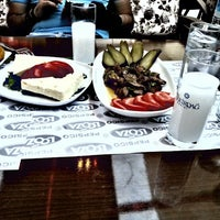6/30/2013 tarihinde Doğan E.ziyaretçi tarafından Olympos Cafe & Bar'de çekilen fotoğraf
