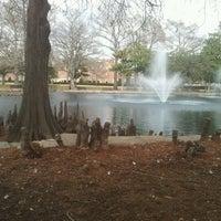 Photo prise au Theta Pond par Helen A. le1/28/2013
