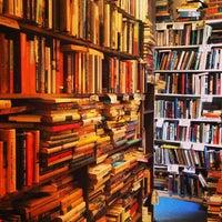 Photo prise au Capitol Hill Books par Chris W. le7/21/2013