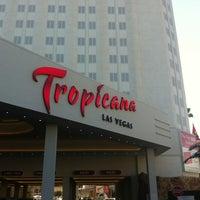 รูปภาพถ่ายที่ Tropicana Las Vegas โดย Fer S. เมื่อ 2/12/2013